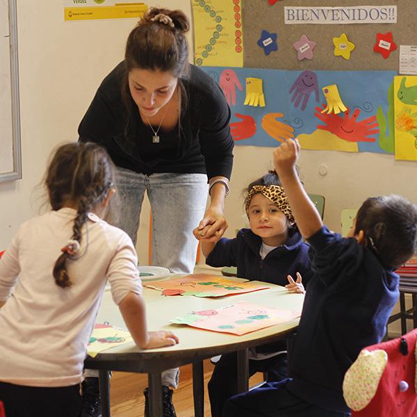 Niños del Nivel 1 del programa educativo inicial en clase.